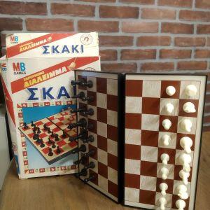 Σετ κλασικά επιτραπέζια 20+ετίας! (Scrabble, Monopoly, Taboo, Top 10!, Σκάκι)