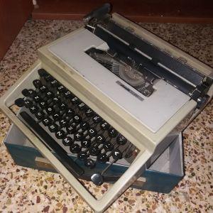 Vintage γραφομηχανή Olivetti Dora made in Barcelona, δεκαετίας 1960, με τη δερμάτινη θήκη-βαλίτσα.