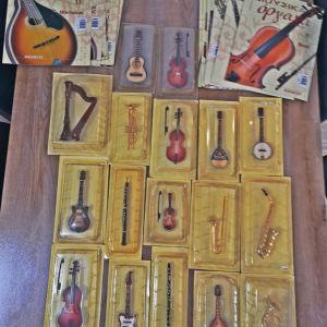 μουσικα όργανα μαζι με το βιβλιο τους