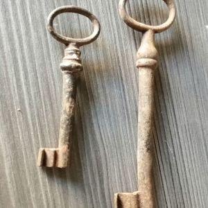 Δύο Παλιά Κλειδιά.