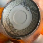 Σετ του καφέ 12 τμχ πορσελάνης Vintage από 6 φλιτζάνια και 6 πιάτα...Άθικτα σε καπελιέρα με υφασμάτινη εσωτερική επένδυση!