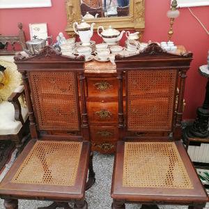 2 παλιές καρέκλες με ψάθα