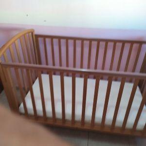 κρεβάτι μωρού με στρωμα