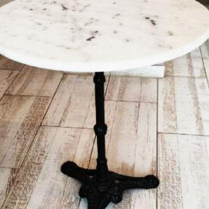 Τραπέζι μαρμάρινο με σκαλιστή βάση από μαντέμι.