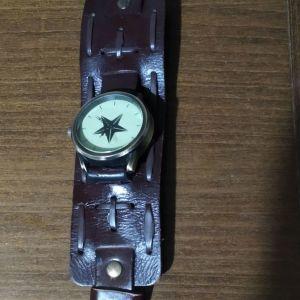 Πωλείται μοναδικό ρολόι με δερμάτινο λουρί