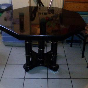 Τραπέζι ροτόντα με λάκα επεκτεινόμενο από 119 στα 208cm για 12 ατομα