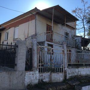 Οικόπεδο με σπίτι μέσα στην Ιερισσό σε εκπληκτική τιμή!