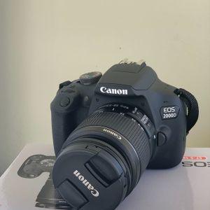 Camera canon EOS 2000D.