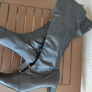 Ψηλές μαύρες μπότες