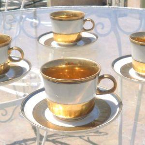 Δωδεκάδα φλιτζάνια του καφε με χρυσό και στο πιατάκι , που δεν μαυρίζουνεσπάνια κομμάτια του 1950