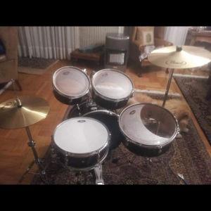 Acoustic Drum Kit (Pearl Traveler)