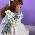 Γερμανική πορσελάνινη κούκλα βιτρίνας