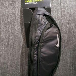 NIKE Dri Fit τσαντάκι μέσης για τρέξιμο σε μαύρο χρώμα. Άθικτο