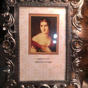 Vintage Φωτογραφοθήκη μεταλλική ανάγλυφη με κεχριμπαρί strass... Ύψος 20cm Πλάτος 15cm...Αμεταχείριστη!