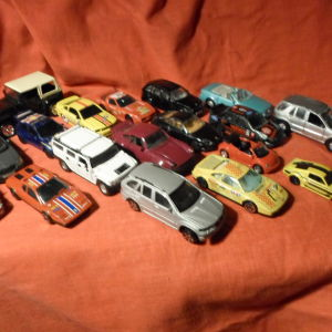 18 διάφορα αυτοκίνητα