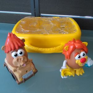 βαλιτσακι Mr potato με δυο φιγουρες και ενα αυτοκινητακι
