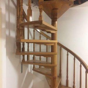 Eσωτερική σκάλα χειροποίητη δρύινη (δρυς μασίφ)