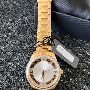 Ολοκαίνουριο γυναικείο ρολόι