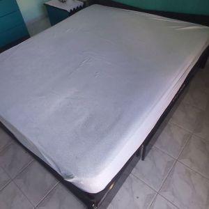 Διπλό κρεβάτι και στρώμα
