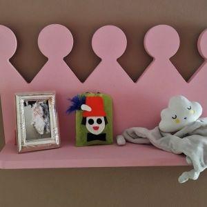 Ξύλινο παιδικό ράφι κορώνα πριγκίπισσας