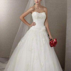 Ρομαντικό λευκό LARGE στραπλες νυφικό από τουλι με στρας στο μπούστο και κεντήματα δαντέλας στη φούστα