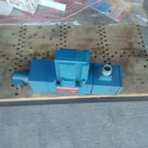 MOOG SERVO JET P60HXAP6NEA2-K σέρβο υδραυλική βαλβίδα με amplifier