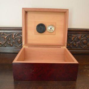 Κουτί Ξύλινο Πούρων με ενσωματωμένο βαρόμετρο
