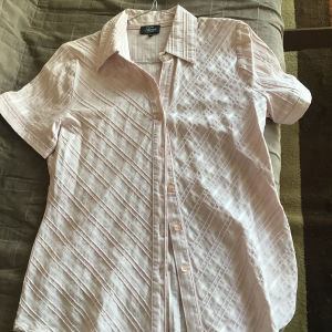 Ελαστικό πουκαμισάκι νούμερο 40 ....