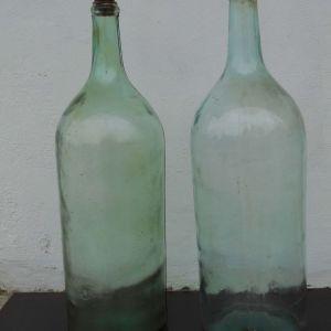 2 Γυάλινες Παλιές Μποτίλιες Αποθήκευσης Λαδιού από Χωριάτικο Σπίτι, ύψους 50 cm.