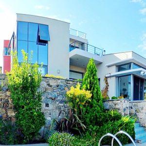 Η αρχιτεκτονική της Βίλας διέπεται από το style του minimal και του μοντέρνου.