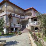 Πωλείται επαγγελματικός χώρος με 12 δωμάτια με αγροτεμάχιο 16000 τμ. στη Βουρβουρού Χαλκιδικής