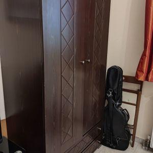 Ξύλινη δίφυλλη ντουλάπα