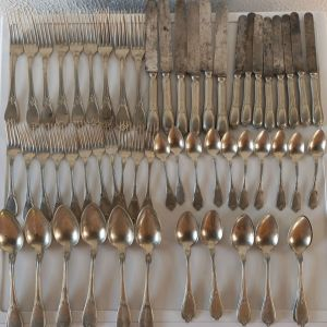Πολυ παλαιο και σπάνιο σερβίτσιο μαχαιροπηρουνα,vintage 70 τεμάχια art deco  ALPACCA