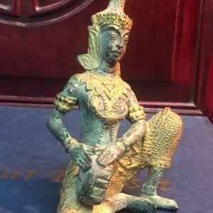 Σπάνια αντίκα από τις αρχές του 20ου Αιώνα  Χειροποίητο μασίφ σκαλιστό μπρούντζινο άγαλμα με υπέροχες λεπτομέρειες... Άριστη κατάσταση!