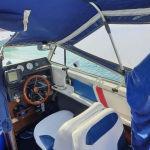 Σκάφος με καμπίνα