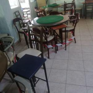 Τραπέζια καρεκλες