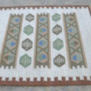 Μάλλινο υφαντό χαλί, Ινδικό, χειροποίητο, αχρισημοποίητο, διαστάσεων  1,90μχ1,30μ.