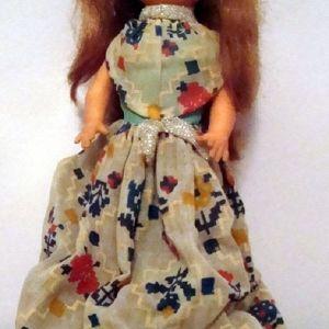 Παλαιά παιδική κούκλα δεκαετίας 1965 - 1975.