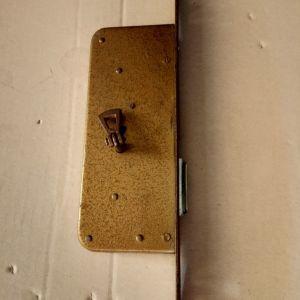 Μπρούτζινη κλειδαριά ντουλαπας