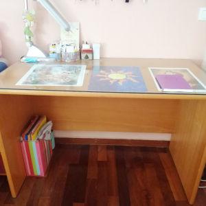 Γραφείο και κρεβάτι μονό με στρώμα