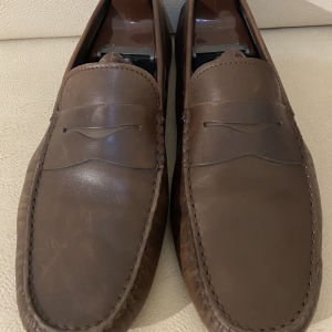 extremely gorgeous extravagant elegant unique genuinely leather moccasins loafers by Tods size 9 in good condition made in Italy
