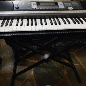 Yamaha Psr 640 Arranger Synthesizer Workstation 61-Key Keyboard