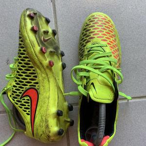 Ποδοσφαιρικά Παππούτσια Nike-Νούμερο:40,5