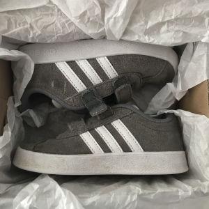 Παιδικά παπούτσια Adidas (No25)