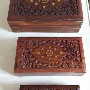 Ξύλινα κουτιά και ξύλινοι δίσκοι