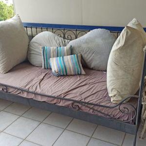 Κρεβάτι με μεταλλικό σκελετό