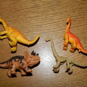 4 μικρες φιγουρες δεινοσαυροι