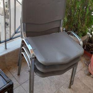 3 καρεκλες σκληρο πλαστικο και μεταλο παρα πολυ γερες 10 ευρω ολες μαζι και 4 ευρω η μια