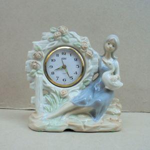 Ρολόι πορσελάνινο με φιγούρα κοπέλας Vintage.