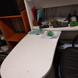 Γραφείο περιστρεφόμενο με εταζέρα